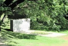 1. Памятник на братской могиле красногвардейцев в Тёмном саду в Нарве. 2010.