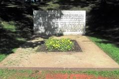 3. Памятник на братской могиле красногвардейцев в Тёмном саду в Нарве. 2010.