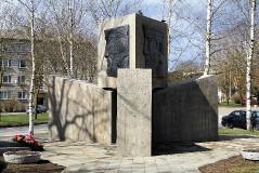 7. Могила неизвестного солдата и Памятник советским солдатам в Силламяэ. 27.04.2015.